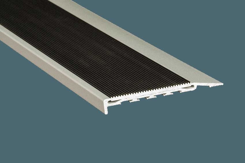 221114 - Venturi Aluminium Black Corrugated Insert SM Silver Nosing