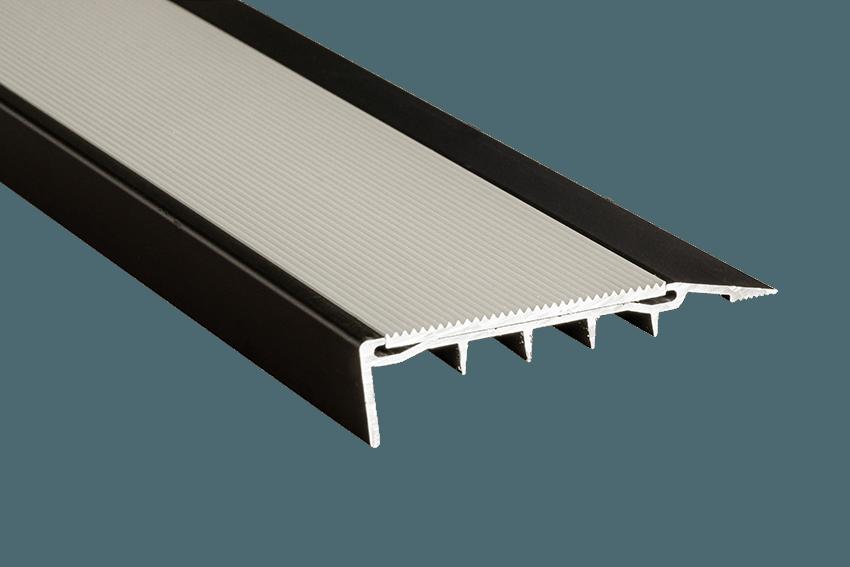 221421 - Venturi Aluminium Silver Corrugated Insert CU Black Nosing